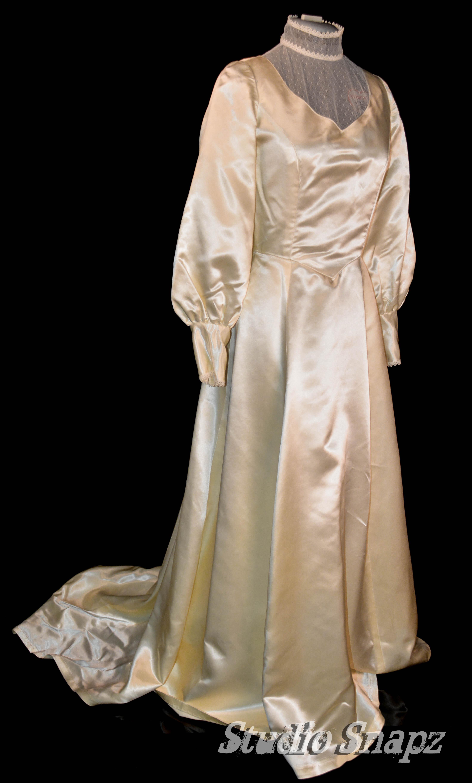 Old Fashion Style Wedding Dress
